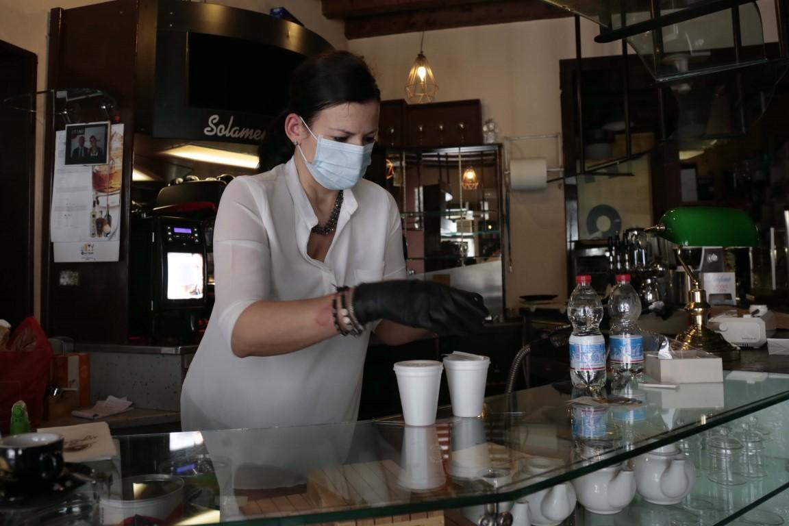Addio al caffè al banco E a tanti bar converrà non riaprire