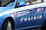 Ubriaco armato aggredisce e morde i poliziotti