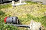 Vandali in azione: sradicati panchina e cestino