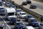 Schianto e traffico bloccato