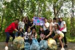 Giovani puliscono la città e trovano le siringhe dei tossici