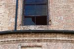 Crolla la finestra della chiesa: per fortuna, nessun ferito