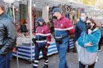 Fiera col pienone, ma Fdi attacca contro l'obbligo della certificazione tra le bancarelle