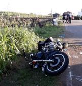 Brutto scontro auto-moto, un giovane portato in ospedale