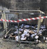 Quartiere ostaggio di un piromane, isola ecologica di nuovo bruciata