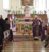 L'ultimo saluto al sacerdote missionario ucciso dal virus