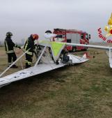 Il piccolo aereo precipita e si capovolge, nessuno scampo per il pilota