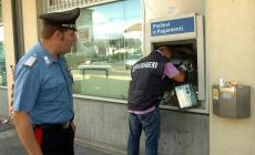 Fanno esplodere il bancomat: 9mila euro di bottino
