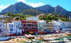 Capri: una gita tra mare, faraglioni e grotte, con vista sul Golfo di Napoli