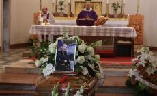 Lacrime per l'addio a Stefano Mascellani