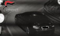 Sperona l'auto dei carabinieri, parte la caccia all'Audi pirata