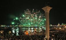 Il Covid ferma i fuochi d'artificio per il Redentore, l'annuncio del sindaco
