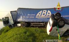 Schianto furgone contro tir, un morto