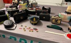 Sequestrate 12mila borse e accessori contraffatti