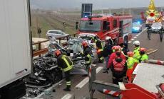 Auto tampona tir in parcheggio: muore 53enne