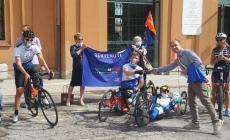 Da Copparo ad Argenta con la hand bike per portare speranza: c'è anche il Polesine