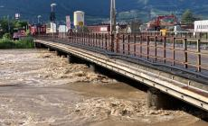L'Adige esonda a Egna, Autostrada e ferrovie bloccate, paese evacuato