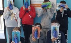 Acquevenete dona le borracce alla scuola primaria