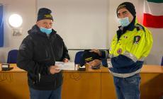 I pescatori hanno donato 100 berretti in pile alla protezione civile