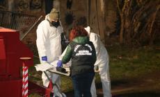 Omicidio al campo nomadi, si cerca ancora l'arma