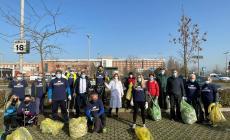 Plastic Free ripulisce il parcheggio dell'ospedale