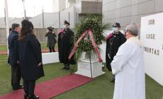 La deposizione della corona ai caduti nel 169° anniversario della polizia