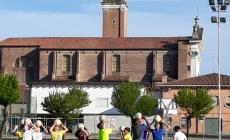 I volontari sistemano il campo di Sant'Apollinare