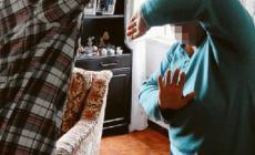 Picchia la suocera, condannata