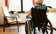 """""""Non paga"""". Vogliono dimettere una malata di 89 anni. Stop del sindaco"""