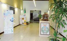 L'atrio del municipio è pronto a ospitare una grande libreria