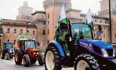Agricoltori furiosi, scendono in piazza con i trattori