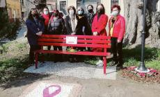 Inaugurata la panchina rossa dedicata alle donne