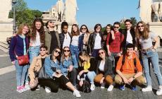 Studenti al museo con il Poeta