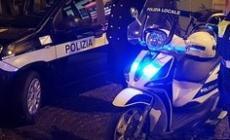 Semina il panico in autogrill e ospedale, aggredisce la Polizia locale