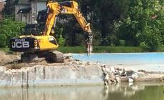 L'ex piscina Baldetti<br/>dice addio alla palude