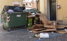 Rifiuti abbandonati in centro<br/>il sindaco Barbujani è furioso