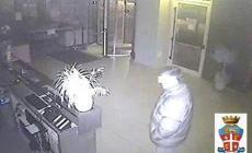 Furto in un hotel in piena notte<br/>ladro incastrato dalle telecamere