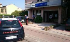 Due ladri incappucciati <br/> fanno saltare un bancomat