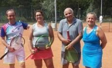 I tennisti battono il sole rovente <br/> al torneo a sei zampe di Albarella