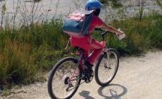 11enne torna dal Grest in bicicletta <br/>importunata da un ragazzo di colore
