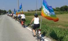 Pacifisti in sella alla bici <br/> con i Beati costruttori di pace