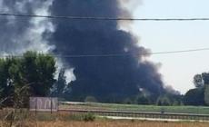 A fuoco un'azienda di compostaggio <br/> colonna di fumo visibile per chilometri