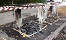 Un altro cassonetto in fiamme<br/> nel pieno centro di Rovigo