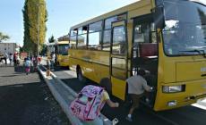 Lo scuolabus passa in anticipo<br/> e gli alunni rimangono a piedi