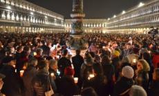 In migliaia in piazza San Marco <br/>per ricordare Valeria Solesin