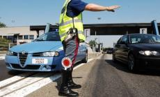 Imbocca l'autostrada contromano e ubriaco, provvidenziale l'intervento della pattuglia