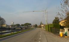 Gru sospesa, allarme e paura <br/> tra i residenti di via Capitello