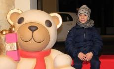 I piccoli Gianluca e Giorgia <br/> per un selfie con Teddy Thun