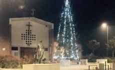 Luci nella città, il Natale si accende <br/>addobbi e alberi nelle varie piazze
