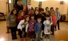 Un albero di Natale speciale <br/> decorato dai bambini in municipio